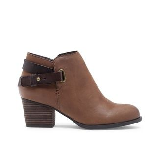 Sole Society Angie leather booties size 8